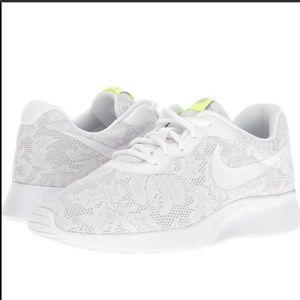 6.5- Nike Tanjun Eng white/ pure platinum